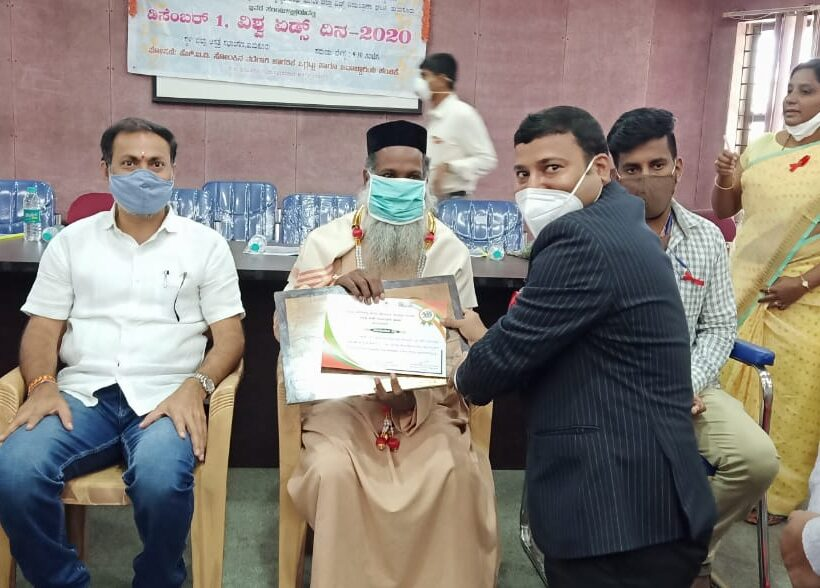 Fr. Jinesh K Varkey  being honoured by Karanataka State Aids Prevention Society (KASAPS) and District Aids Prevention & Control Unit (DAPCU), Tumkur